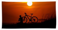 Bath Towel featuring the photograph Silhouette by Robert L Jackson