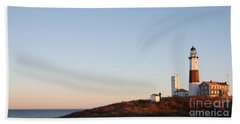 Hand Towel featuring the photograph Sunset Over Montauk Lighthouse by John Telfer