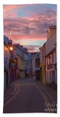 Bath Towel featuring the photograph Sunset Street by Jeremy Hayden
