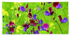 Hand Towel featuring the photograph Sweet Peas by Byron Varvarigos