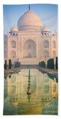 Taj Mahal Dawn Reflection Bath Towel