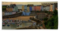 Bath Towel featuring the photograph Tenby Harbour In The Morning by Jeremy Hayden