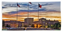 Bath Towel featuring the photograph Memorial Circle At Sunset by Mae Wertz