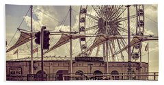 Hand Towel featuring the photograph The Brighton Wheel by Chris Lord