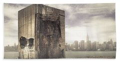 Apocalypse Brooklyn Waterfront - Brooklyn Ruins And New York Skyline Hand Towel