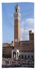 Hand Towel featuring the photograph Torre Del Mangia - Piazza Del Campo - Siena  by Phil Banks