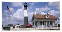 Hand Towel featuring the photograph Tybee Island Light by Gordon Elwell