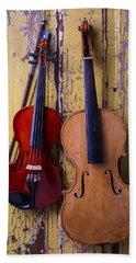 Viola And Violin Bath Towel