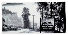 Hand Towel featuring the painting Welcome To Twin Peaks by Luis Ludzska