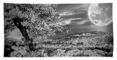 Bath Towel featuring the photograph When The Moon Comes Over Da Mountain by Robert McCubbin