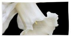White Daffodil Flower Macro Bath Towel