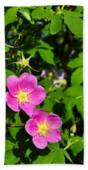 Hand Towel featuring the photograph Wild Roses by Cathy Mahnke