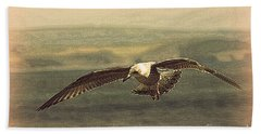Hand Towel featuring the photograph Young Gull by Linsey Williams