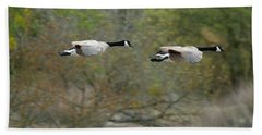 Hand Towel featuring the photograph Canada Geese by Doug Herr