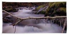 An Icy Flow Bath Towel