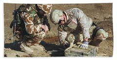 Army Soldiers Look For Information Bath Towel