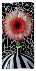 Daisy And Graphic Vase Bath Towel
