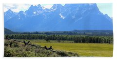 Grizzly Country With Soft Vignette Bath Towel
