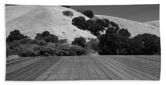 Hand Towel featuring the photograph Hillside Farmland by Kathleen Grace