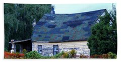 Hand Towel featuring the photograph Old Barn by Davandra Cribbie