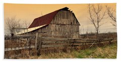 Hand Towel featuring the photograph Ozark Barn 1 by Marty Koch