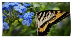 Hand Towel featuring the photograph Plumbago And Swallowtail by Steven Sparks