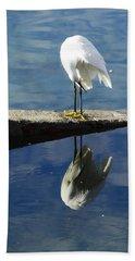 Hand Towel featuring the digital art White Heron by Anne Mott
