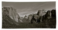Bath Towel featuring the photograph Yosemite Valley by Eric Tressler