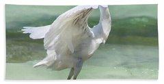 A Snowy Egret (egretta Thula) At Mahoe Bath Towel