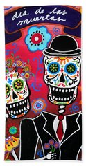 Hand Towel featuring the painting Couple Day Of The Dead by Pristine Cartera Turkus
