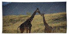 Hand Towel featuring the photograph Desert Palm Giraffe 001 by Guy Hoffman