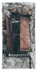 Bath Towel featuring the photograph Forgotten Homestead by Kim Hojnacki