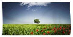 Lone Tree A Poppies Field Bath Towel