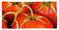 Red Tomatoes On The Vine Bath Towel