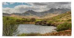 Bath Towel featuring the photograph Snowdon Horseshoe by Adrian Evans