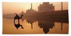 Taj Mahal At Sunrise Bath Towel
