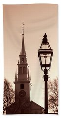 Bath Towel featuring the photograph Trinity Church Newport With Lamp by Nancy De Flon