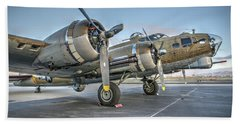 B17 Flying Fortress On The Ramp At Livermore Bath Towel