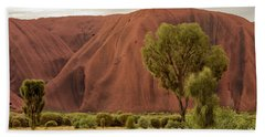 Hand Towel featuring the photograph Uluru 08 by Werner Padarin