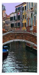 A Canal In Venice Bath Towel by Tom Prendergast