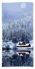 Hand Towel featuring the photograph A Foggy Winter Night by Diane Schuster