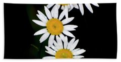 Bath Towel featuring the digital art A Group Of Wild Daisies by Chris Flees