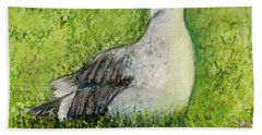 A Gull On The Grass Bath Towel by Laurie Morgan