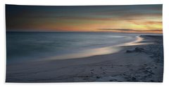 A Sandy Shoreline At Sunset Bath Towel
