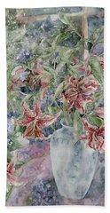 A Vase Of Lilies Bath Towel by Kim Tran
