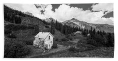 Abandoned Home In Silverton In Black And White Hand Towel