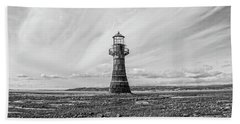 Hand Towel featuring the photograph Abandoned Light House Whiteford by Edward Fielding
