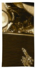 Hand Towel featuring the photograph Alfa Romeo Front Grille Detail Phone Case by John Colley
