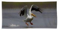 American White Pelican Da 4 Bath Towel by Ernie Echols