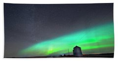 Hand Towel featuring the photograph Arc Of The Aurora by Dan Jurak